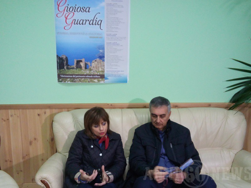 Un momento della conferenza stampa con la coordinatrice Rosalba Mollica e il sindaco di Gioiosa Marea Eduardo Spinella