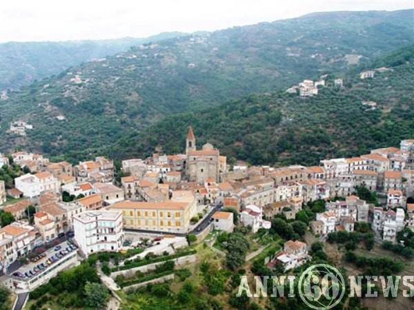 Ficarra (Messina), indagati per assenteismo 23 dipendenti comunali su 40